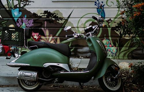 Scooter à moteur vert