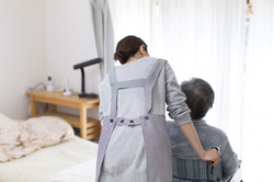 Pflegekraft mit Patient