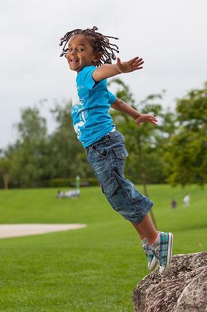 Enfant sautant