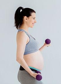 Schwangere ausarbeitende Frau