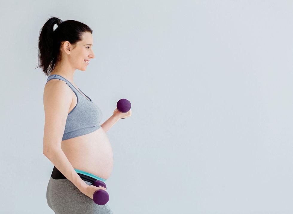 Gravid kvinna som arbetar