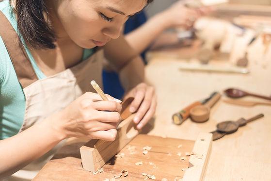 繊細な木工細工