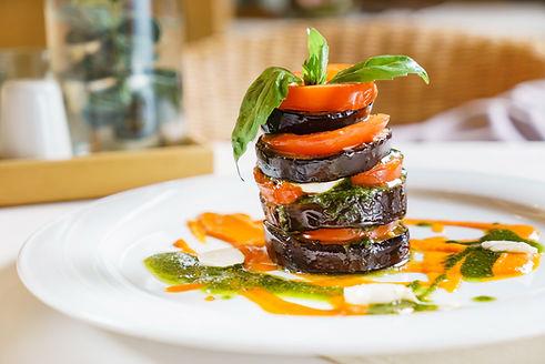 Auberginen-Tomatenstapel