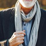 Homme avec foulard