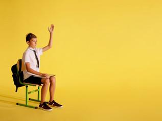 איך לשבת מול מחשב כדי להמנע מכאבי גב? מאת: שני קורן פיזיותרפיסטית מרכז קורן