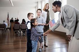 Politiker Begrüßung Kinder