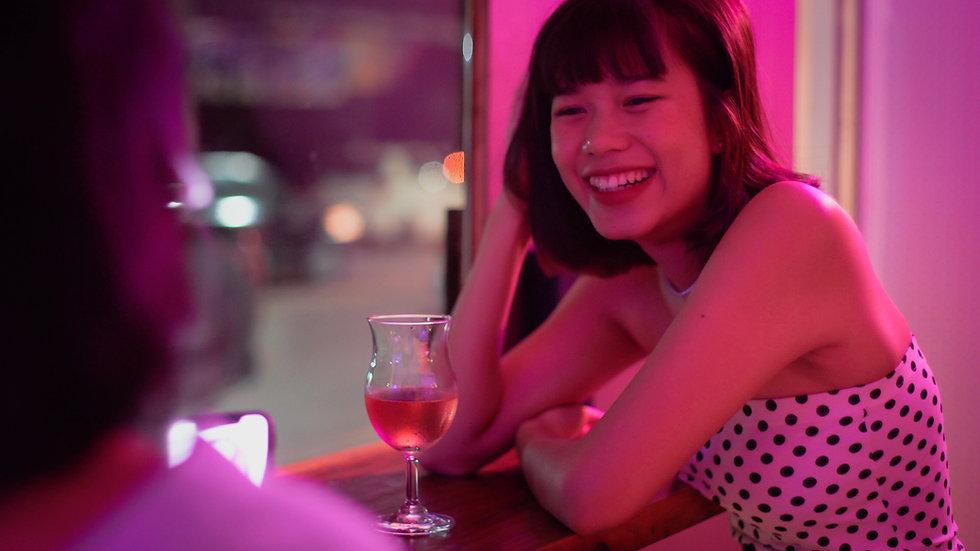 バーにいる女性