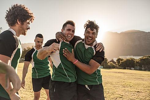 Equipe de esportes feliz