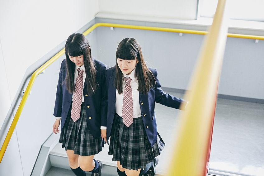 学校の生徒の階段