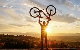 Ein Fahrrad heben
