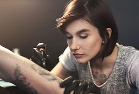 Artista de tatuajes
