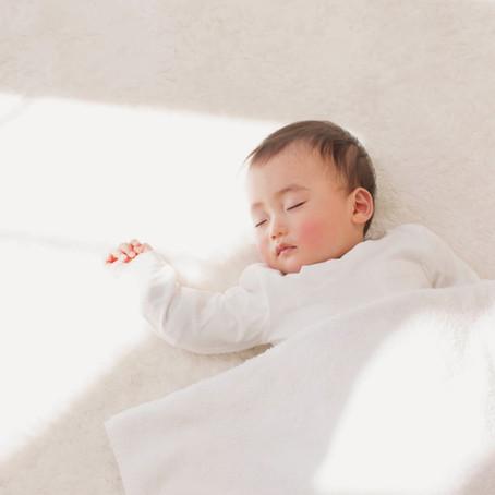 למה לא כדאי ״למשוך״ תינוק עייף?