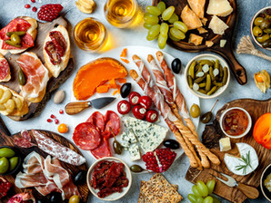 How to Make an Aesthetic Charcuterie Board