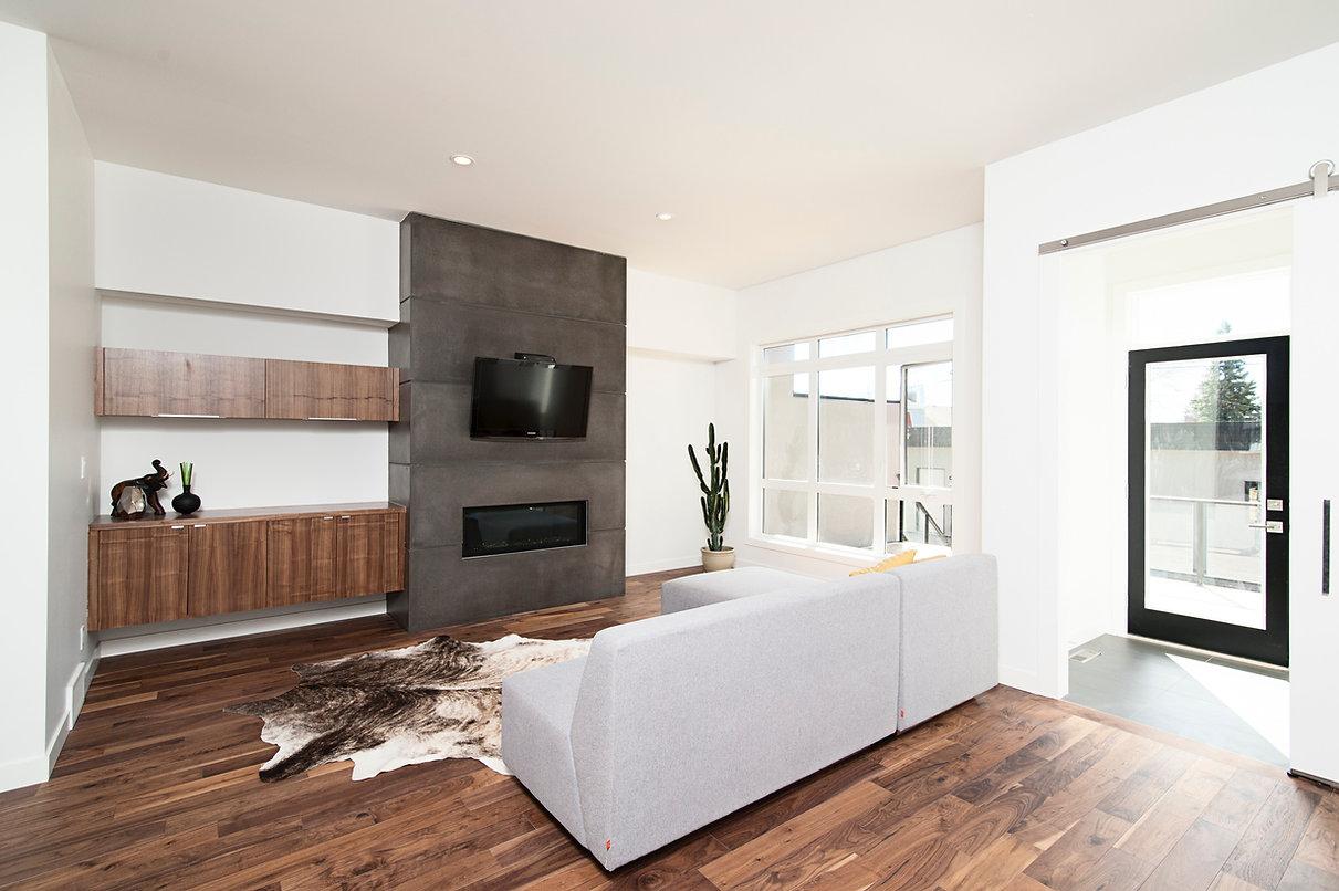 Chambre avec plancher de bois franc