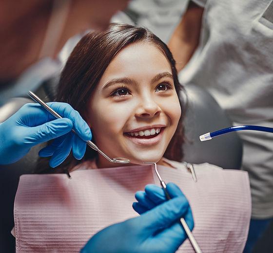 Criança no dentista