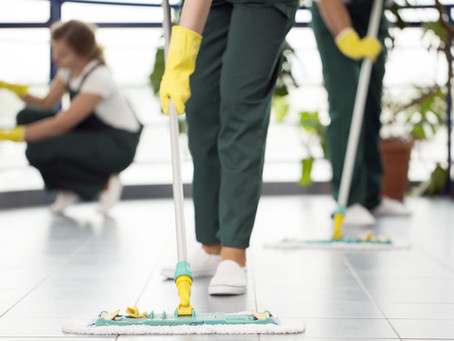 Should Your Restaurant Hire a Cleaning Service?