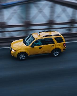 Taxi en el puente