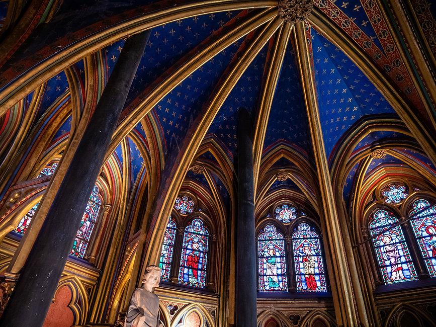 Dentro de una iglesia
