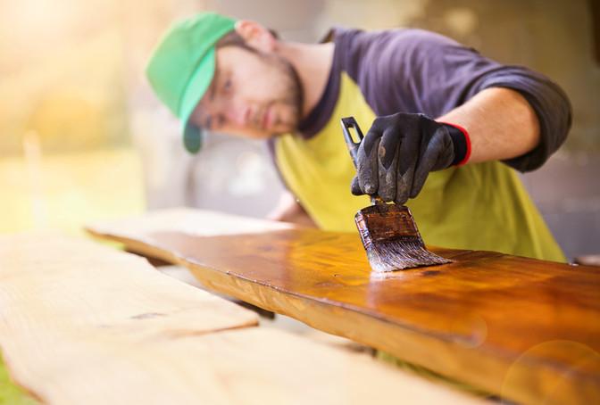 Holz lackieren