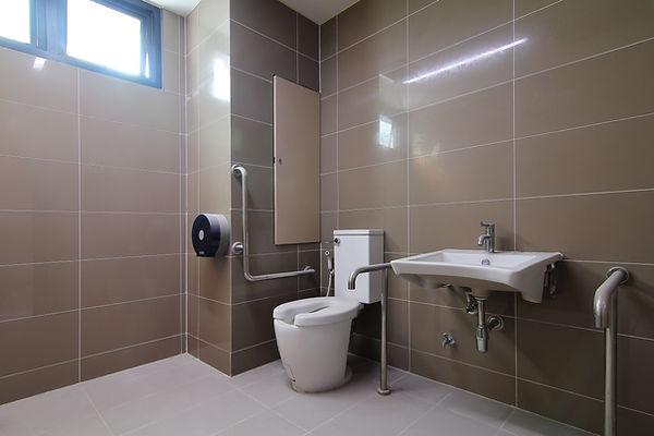 Salle de bain accessible PMR By Saskia décoratrice d'interieur Metz Moselle