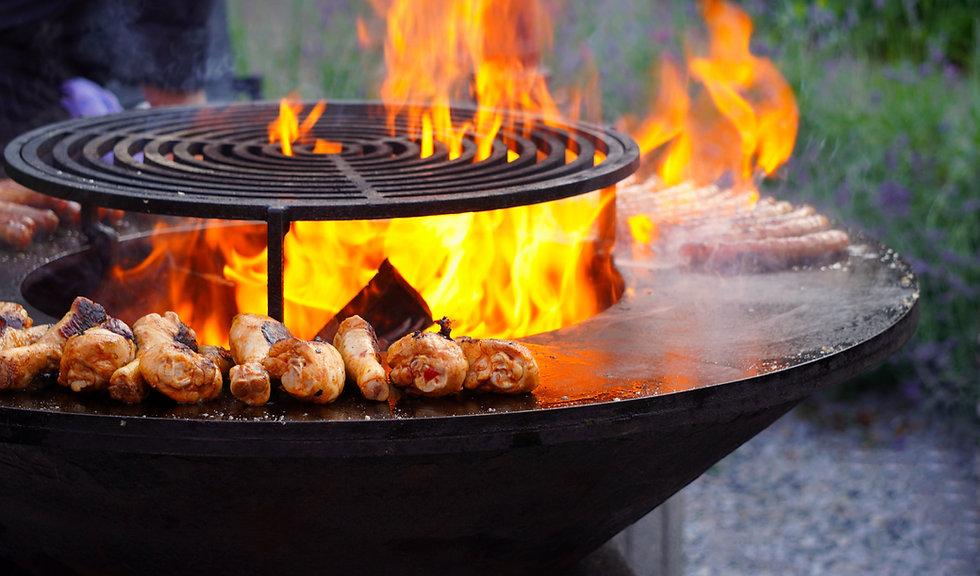 燃えるようなバーベキュー肉