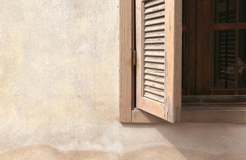 Finestra di legno