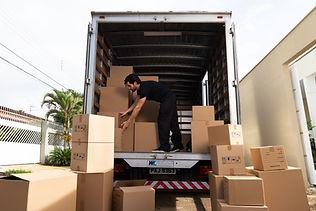 Boîtes dans un camion