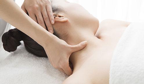 Massagem no pescoço para acupressão