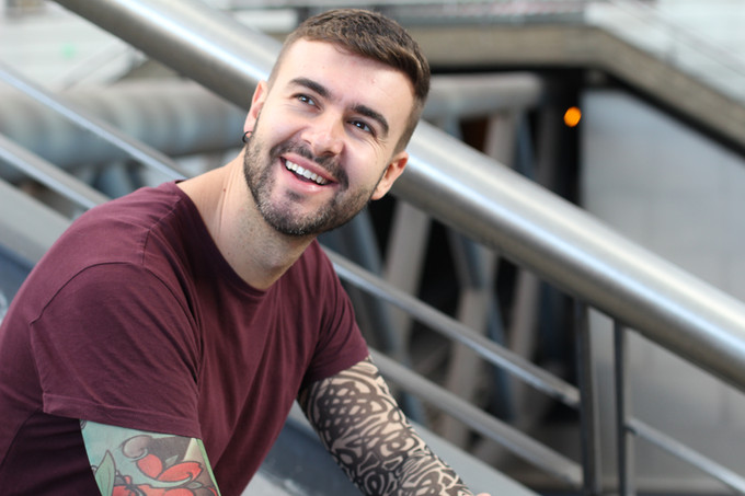 Mann mit Tattoos