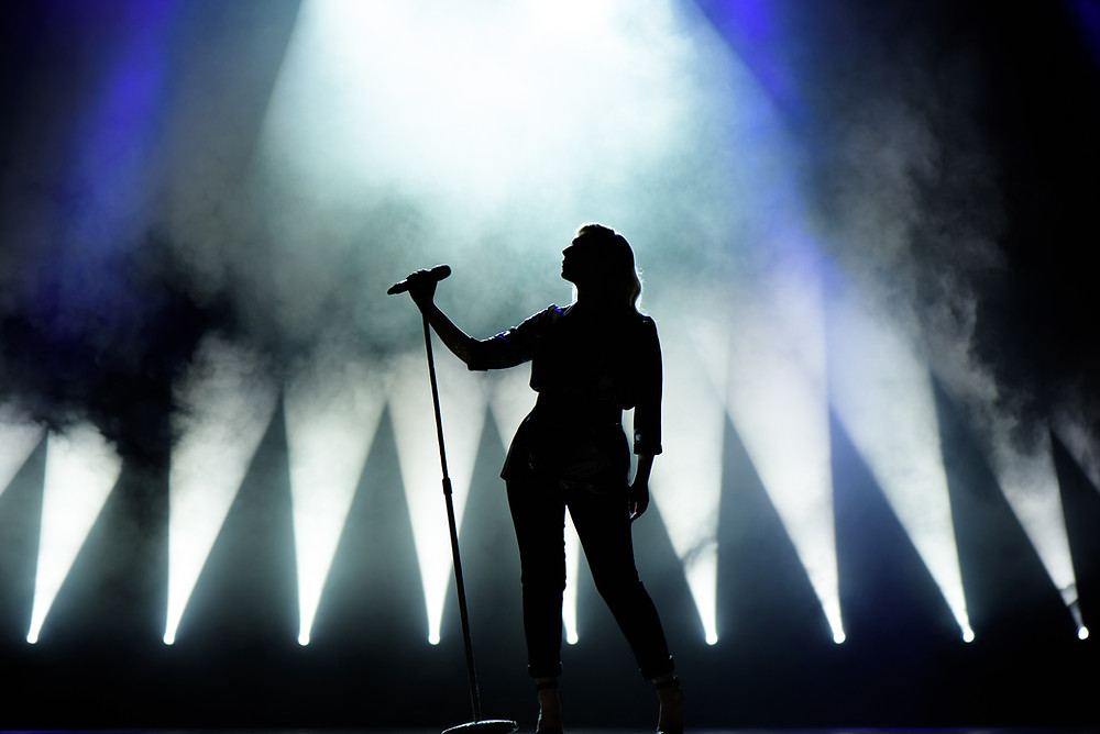 Women singer on stage