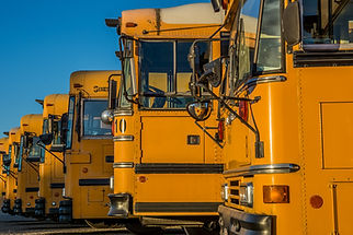 Autobuses escolares estacionados