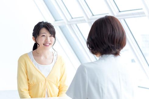 心療内科に受診する女性
