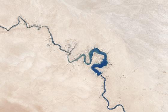 Luftaufnahme von gebogenem Fluss