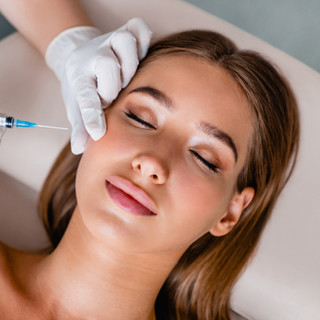 Faltenunterspritzung mit Hyaluronsäure oder Bio- Botox