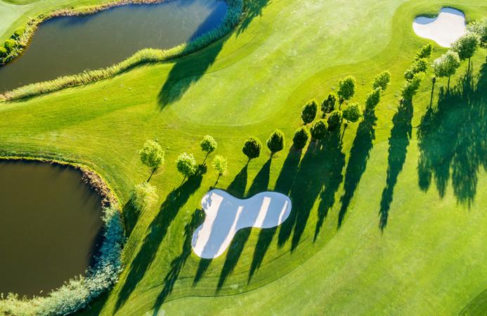Colpo aereo del campo da golf