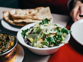 Salada de perto