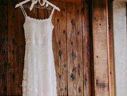 Q.新しく婚礼衣裳を購入しましたが、当方で撮影したサンプル写真がまだありません。購入の際に掲載されていた商品写真を、当方のHPに使用しても大丈夫でしょうか?