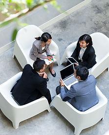 屋外でのミーティング