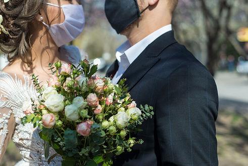 Mariage avec des masques