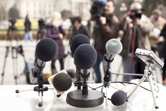 Microfones de coletiva de imprensa