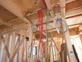 ¿Es obligatorio el uso de cables EVA en lugares de reunión de personas?