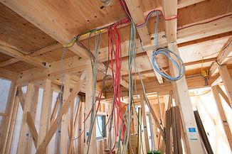 吊られたケーブル