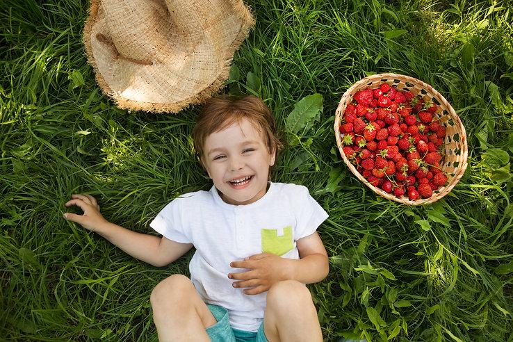Doğada mutlu kız