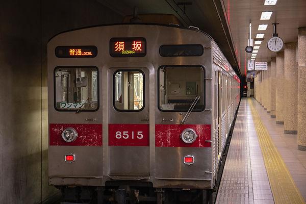 Metro acercándose a la estación