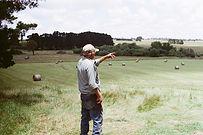 Mann auf dem Bauernhof