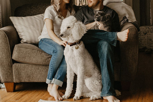 Familia con mascotas