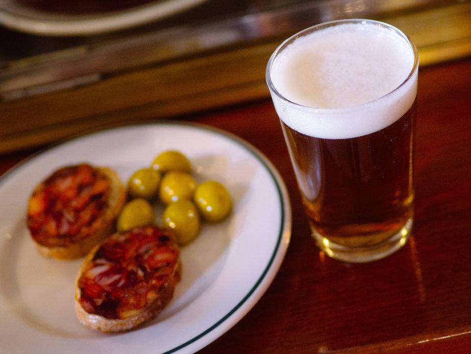 Pan con tomate y olivas
