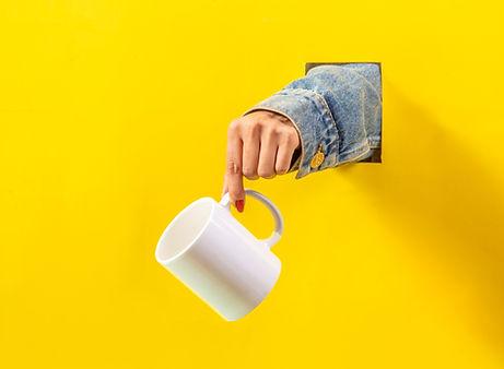노란색 컵