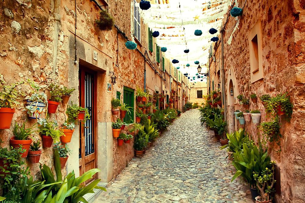 quaint street picture