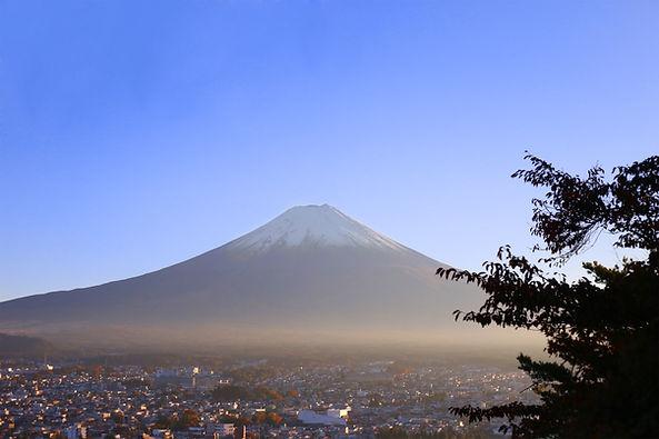 富士山と都市風景